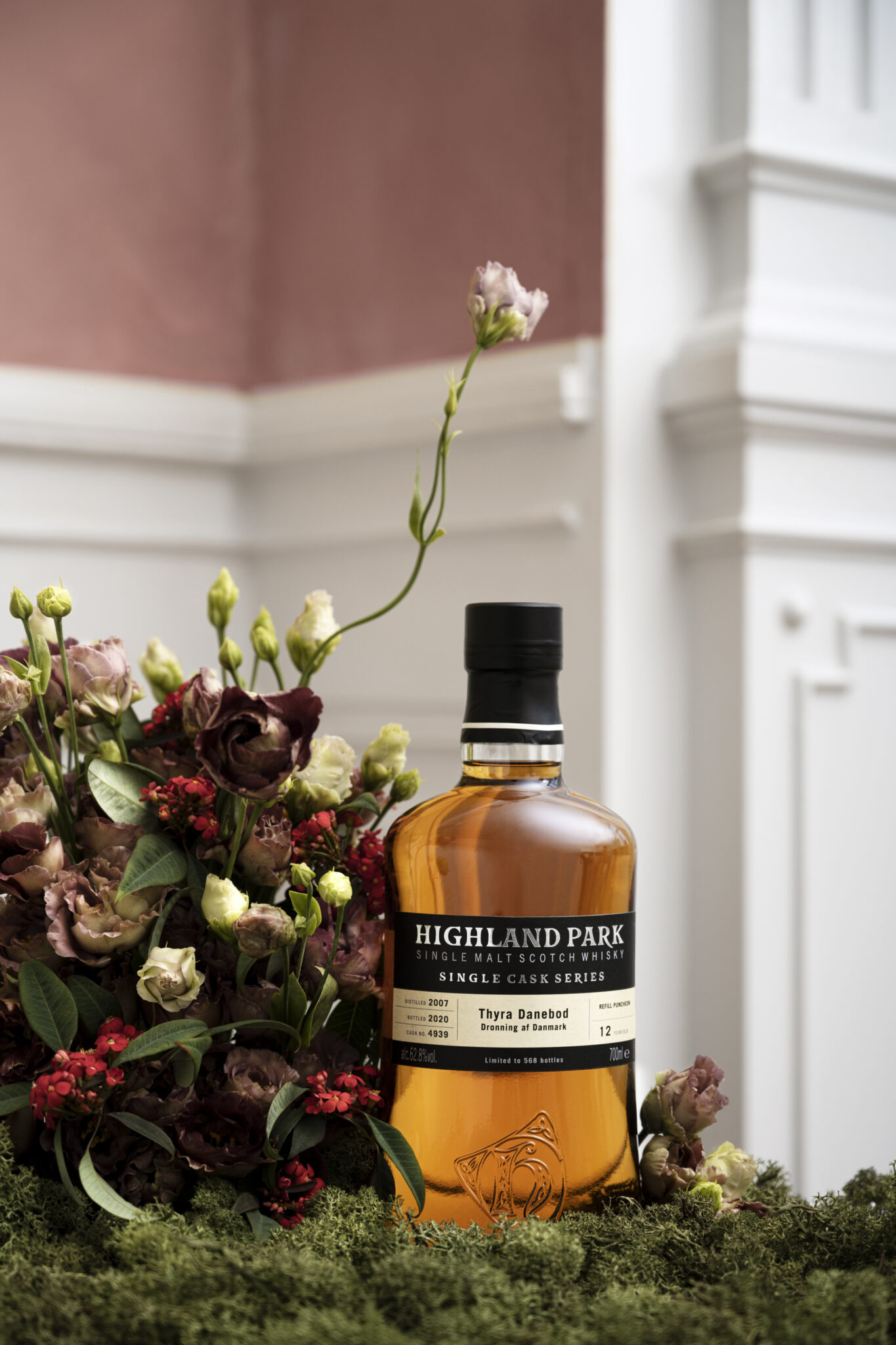Highland Park shot its campaign for three single cask whiskies in the showroom (Styling: Jonas Pejstrup/Foto: Trine Sand Skjøldberg)